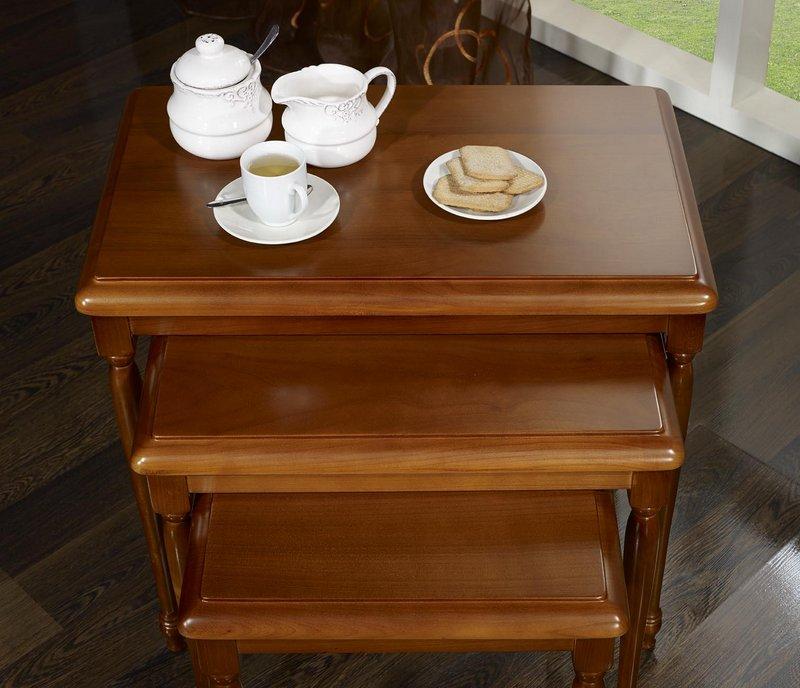 table gigognes en merisier massif de style louis philippe meuble en merisier. Black Bedroom Furniture Sets. Home Design Ideas