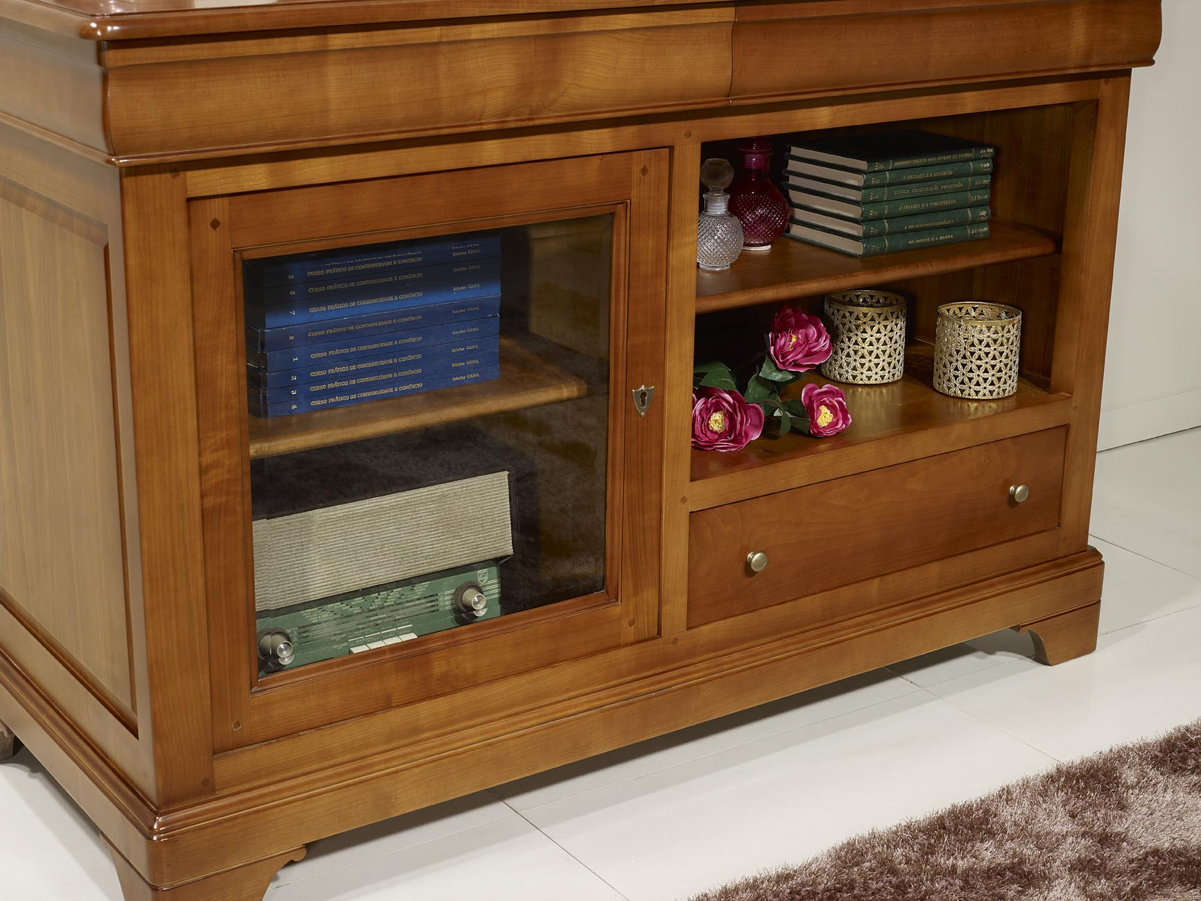 meuble tv 16 9eme marianne en merisier massif de style louis philippe meuble en merisier. Black Bedroom Furniture Sets. Home Design Ideas
