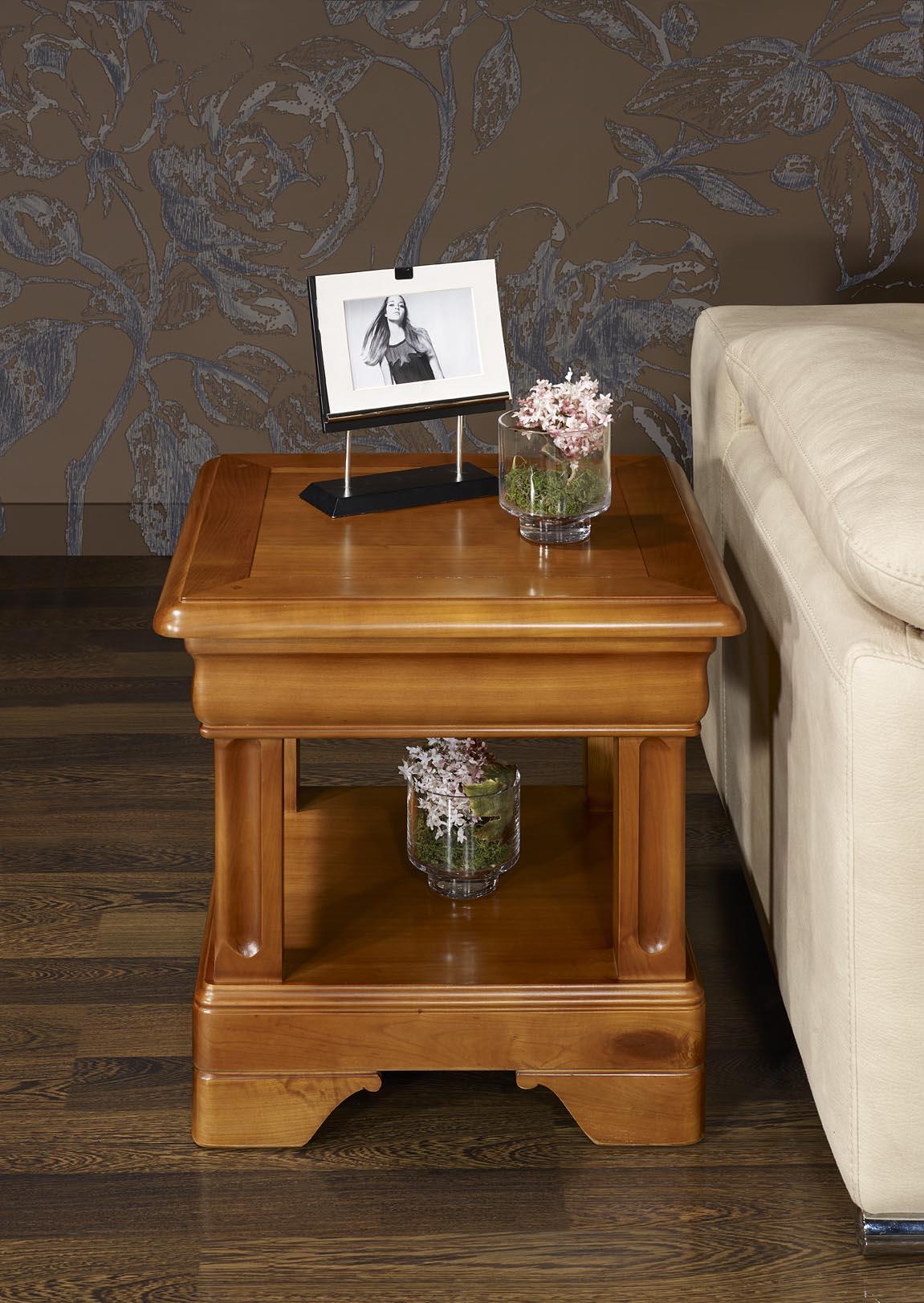 bout de canap ou table basse en merisier de style louis philipe meuble en merisier. Black Bedroom Furniture Sets. Home Design Ideas