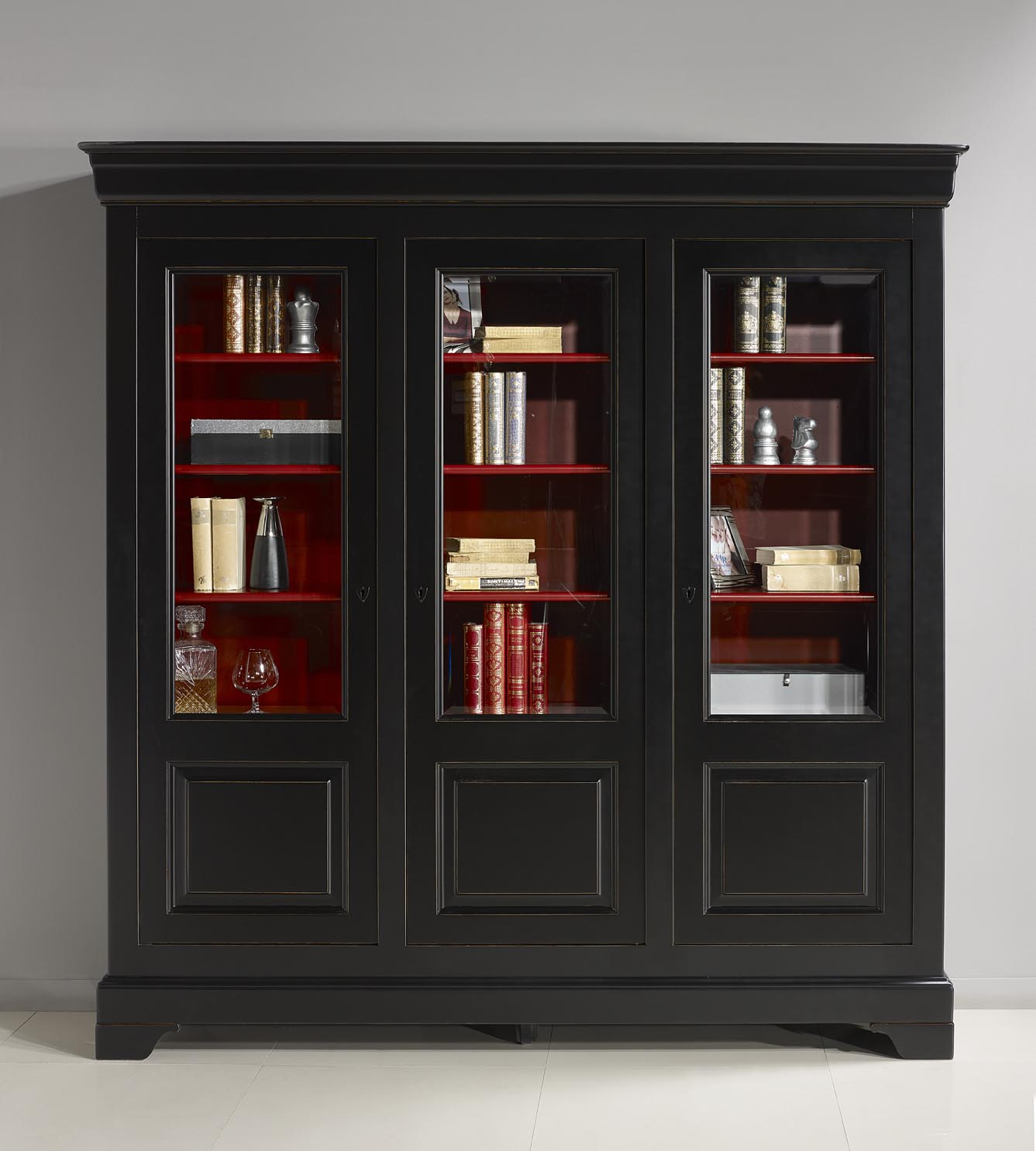 biblioth que 3 portes flore en merisier massif de style louis philippe patin noir et rouge. Black Bedroom Furniture Sets. Home Design Ideas