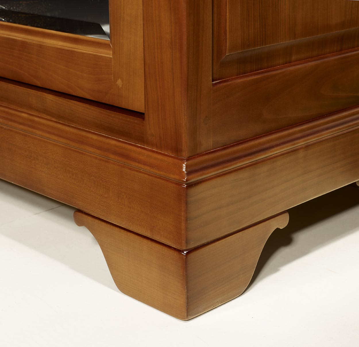 meuble tv 16 9eme e en merisier massif de style louis. Black Bedroom Furniture Sets. Home Design Ideas