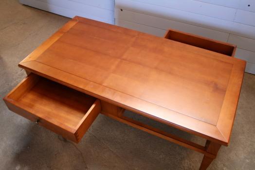 table basse en merisier de style directoire destockage 1 disponible dans une finition merisier. Black Bedroom Furniture Sets. Home Design Ideas