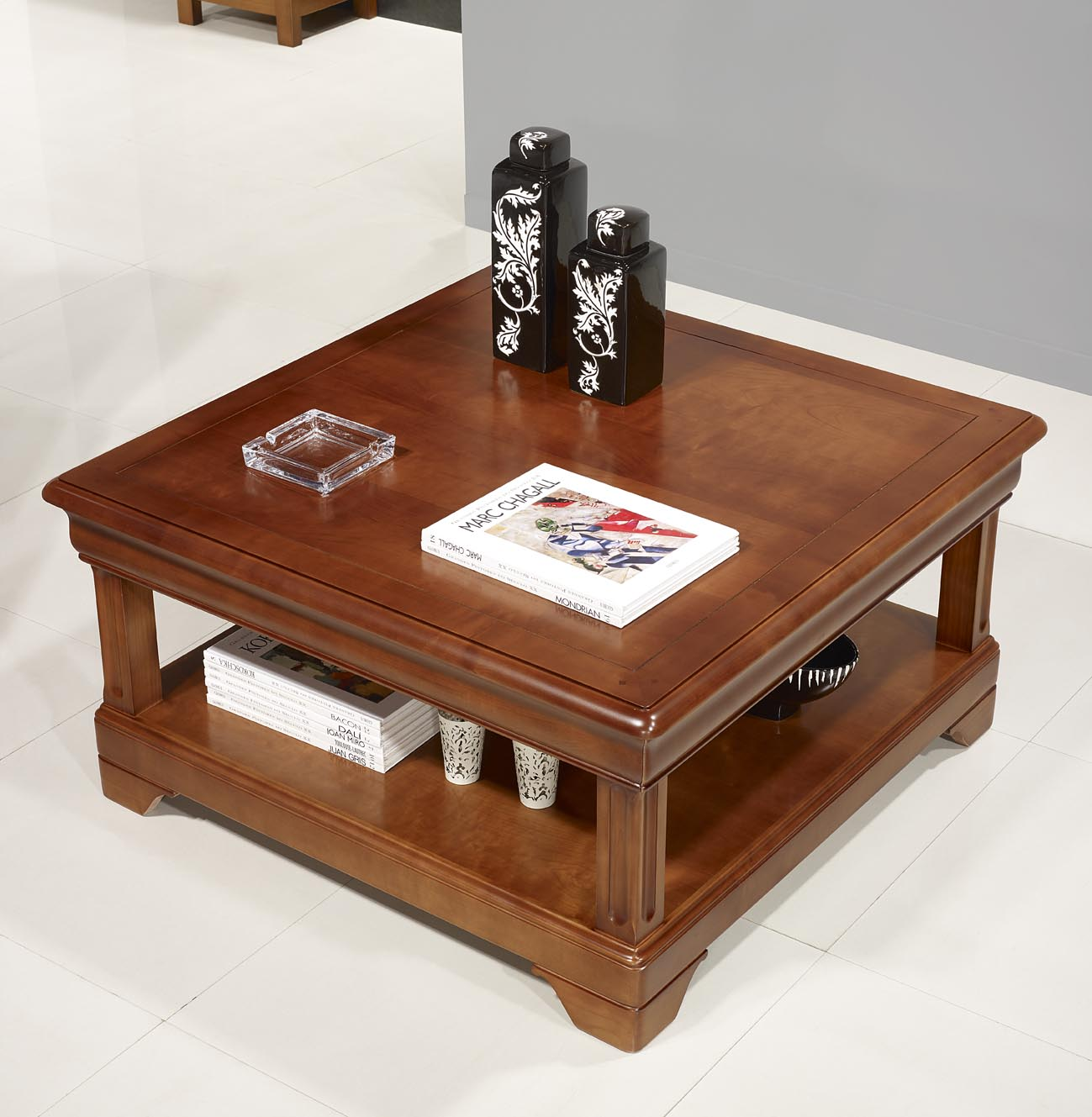 Table basse carr e en merisier de style louis philippe for Table basse en merisier
